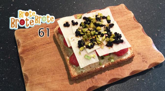Pistazien-Pecorino-Tomaten-Brot mit Balsamico-Perlen